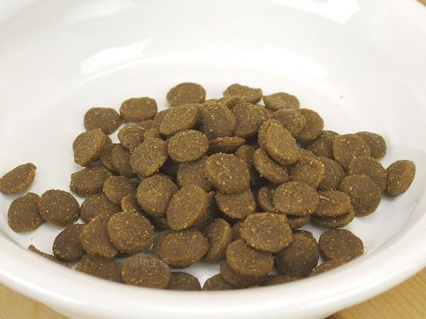 064992510114 愛肯拿(犬)無穀老犬-放養雞肉蔬果11.4kg